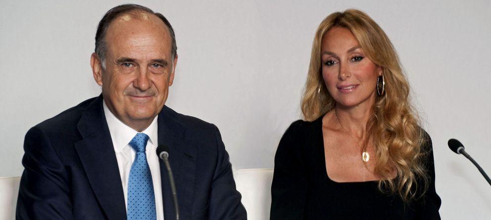 Foto: El vicepresidente de fcc, Juan Béjar y la presidenta de la empresa, Esther Alcocer Koplowitz (Efe)