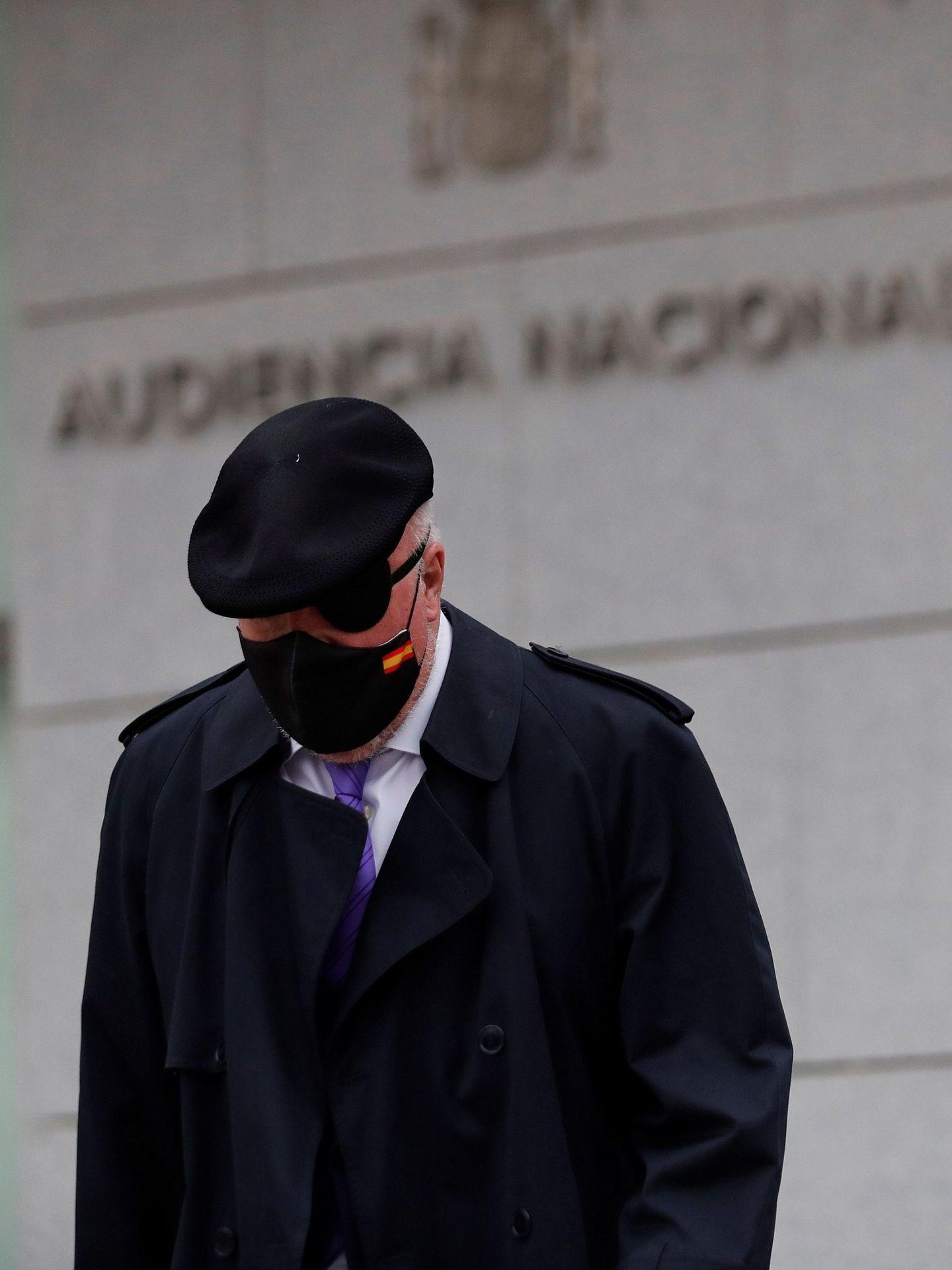 El ex comisario José Manuel Villarejo a su salida de la Audiencia Nacional. (EFE)