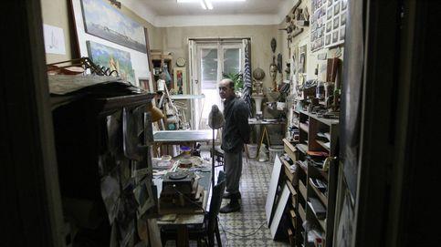 El último vecino: así resiste al desahucio el artista que hizo la mesa de Felipe VI