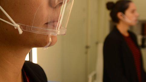 Las enfermeras alertan del uso de mascarillas de PVC transparentes, que llevan algunos famosos