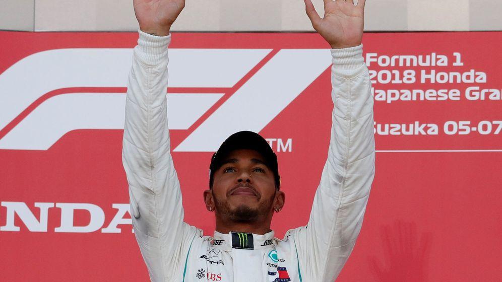Foto: Lewis Hamilton, tras su última victoria en el Gran Premio de Japón que le deja a las puertas del título (REUTERS)