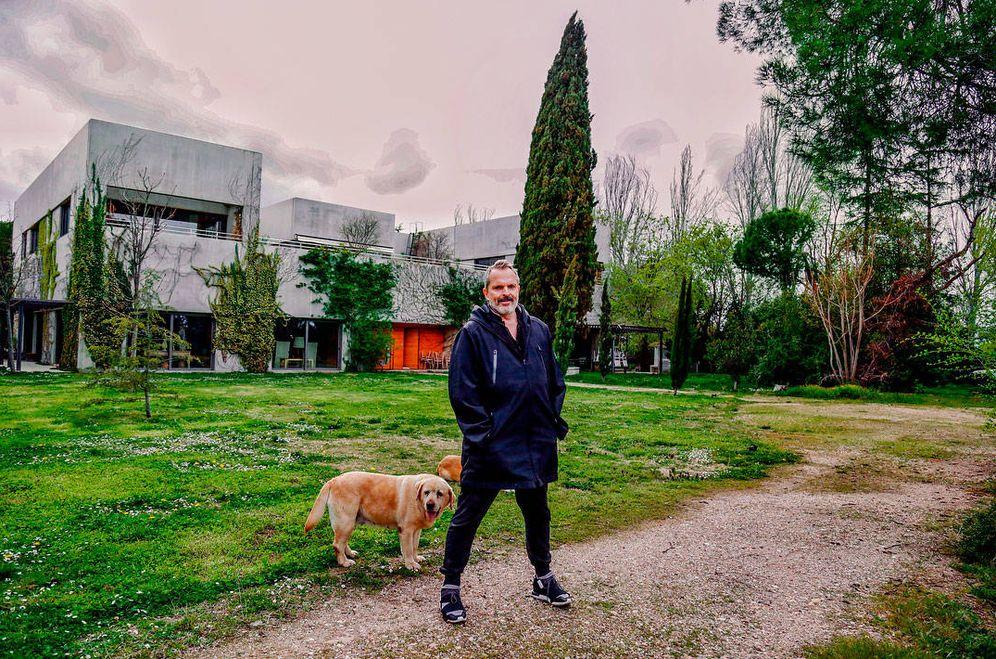 Foto: Miguel Bosé en su casa de Somosaguas, Madrid. (IG)
