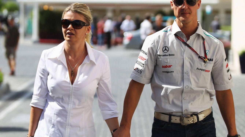 Foto: Corinna y Michael Schumacher en el GP de Fórmula Uno de Abu Dhabi, en 2011. (Getty)