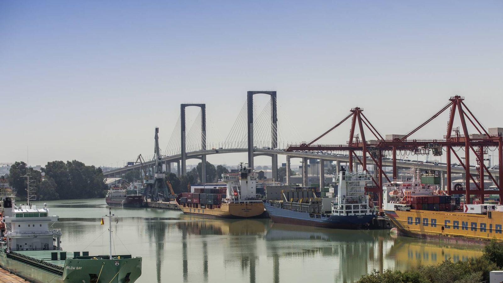 Foto: Terminal de contenedores del puerto de Sevilla. (APS)