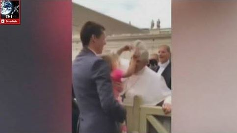 La niña que 'robó' al Papa: la pequeña quitó el solideo a Francisco I en el Vaticano