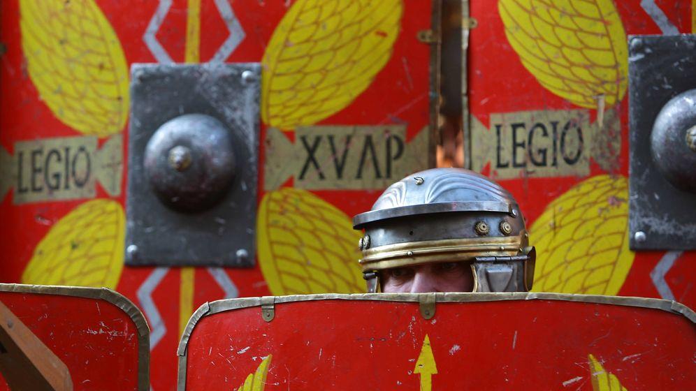 Foto: Persona disfrada de soldado romano. (Reuters)