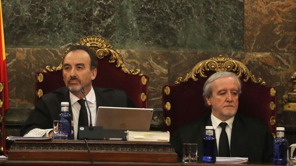 Foto: El magistrado Manuel Marchena junto al juez Juan Ramón Berdugo en el juicio del 'procés'. (EFE)
