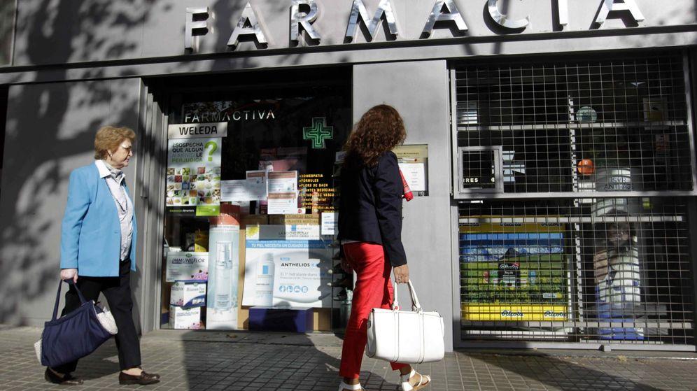Foto: Imagen de archivo de una farmacia. (EFE)