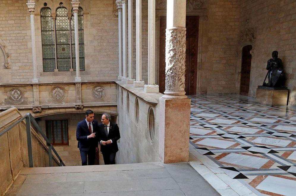 Foto: El presidente del Gobierno, Pedro Sánchez, y el 'president', Quim Torra, el pasado 6 de febrero en el Palau. (EFE)