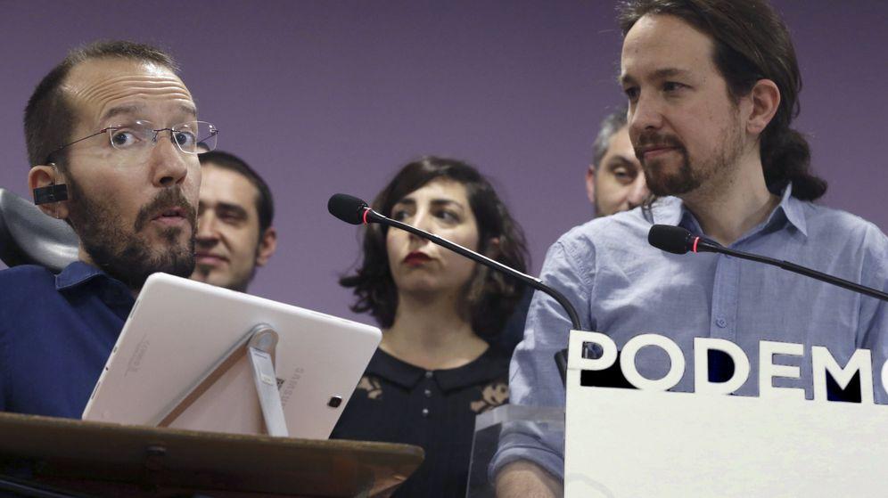 Foto: Pablo Echenique y Pablo Iglesias, durante la rueda de prensa posterior a la reunión del secretario general con los líderes autonómicos. (EFE)