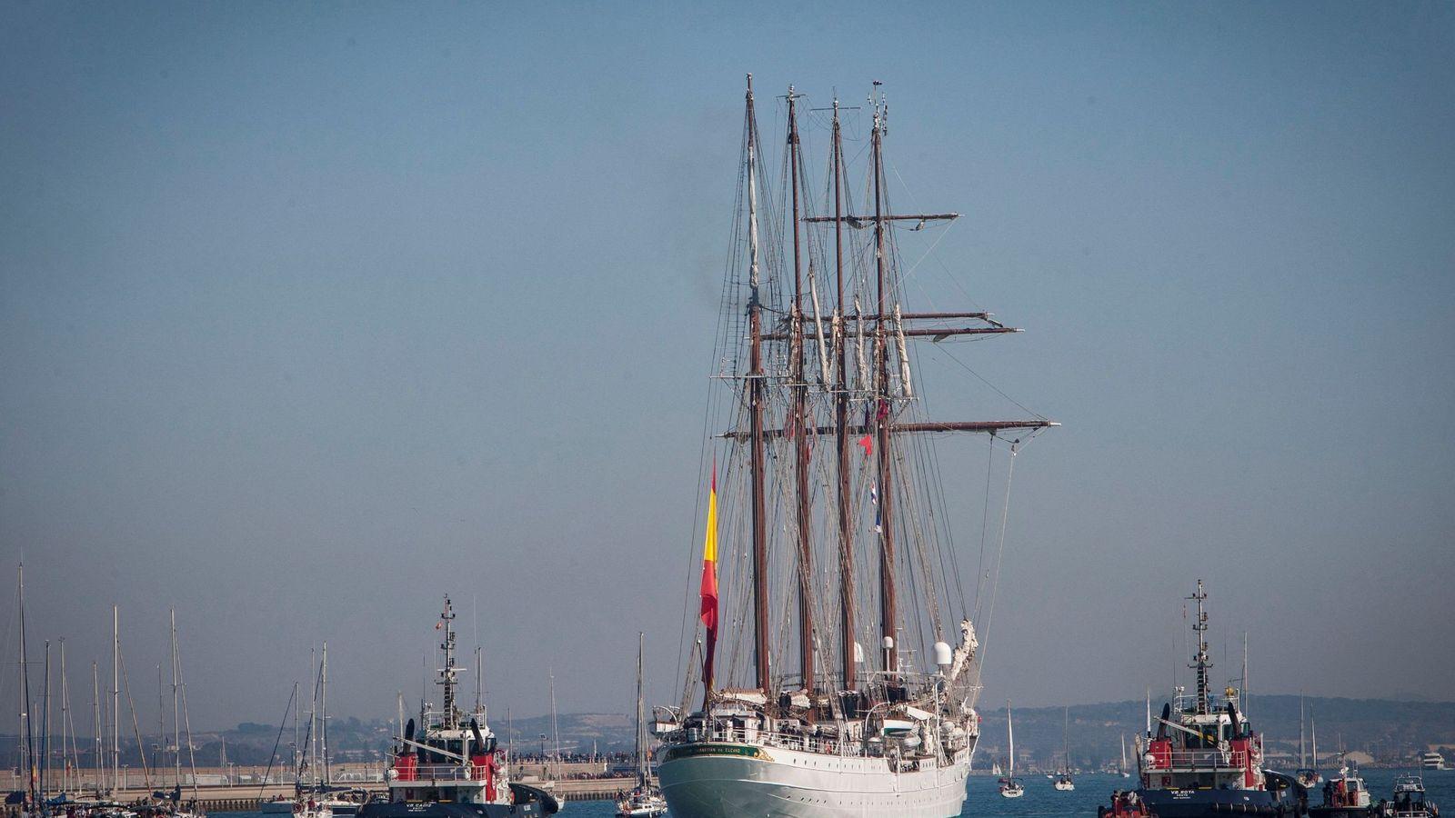 Foto: El 'Juan Sebastián Elcano', una de las propiedades que España tiene normalmente en el exterior. (EFE)