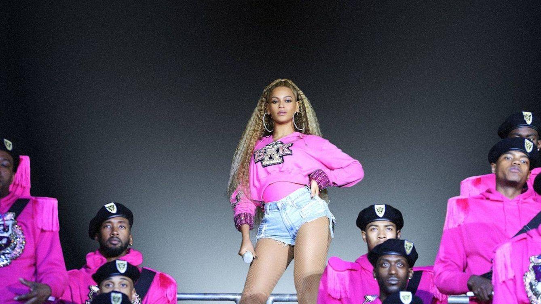 Beyoncé va a un partido de baloncesto con un look que te dejará sin habla