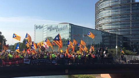Miles de activistas se plantan ante un Europarlamento sin Torra ni Puigdemont