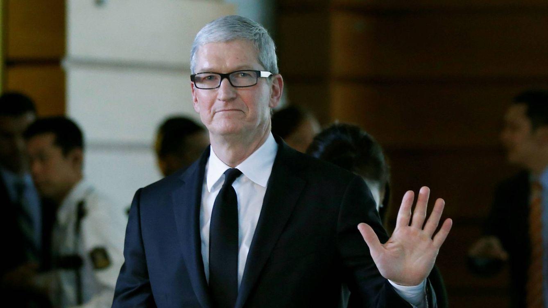 Foto: No todo son tablets y 'smartphones' en la vida de Tim Cook. (Reuters)