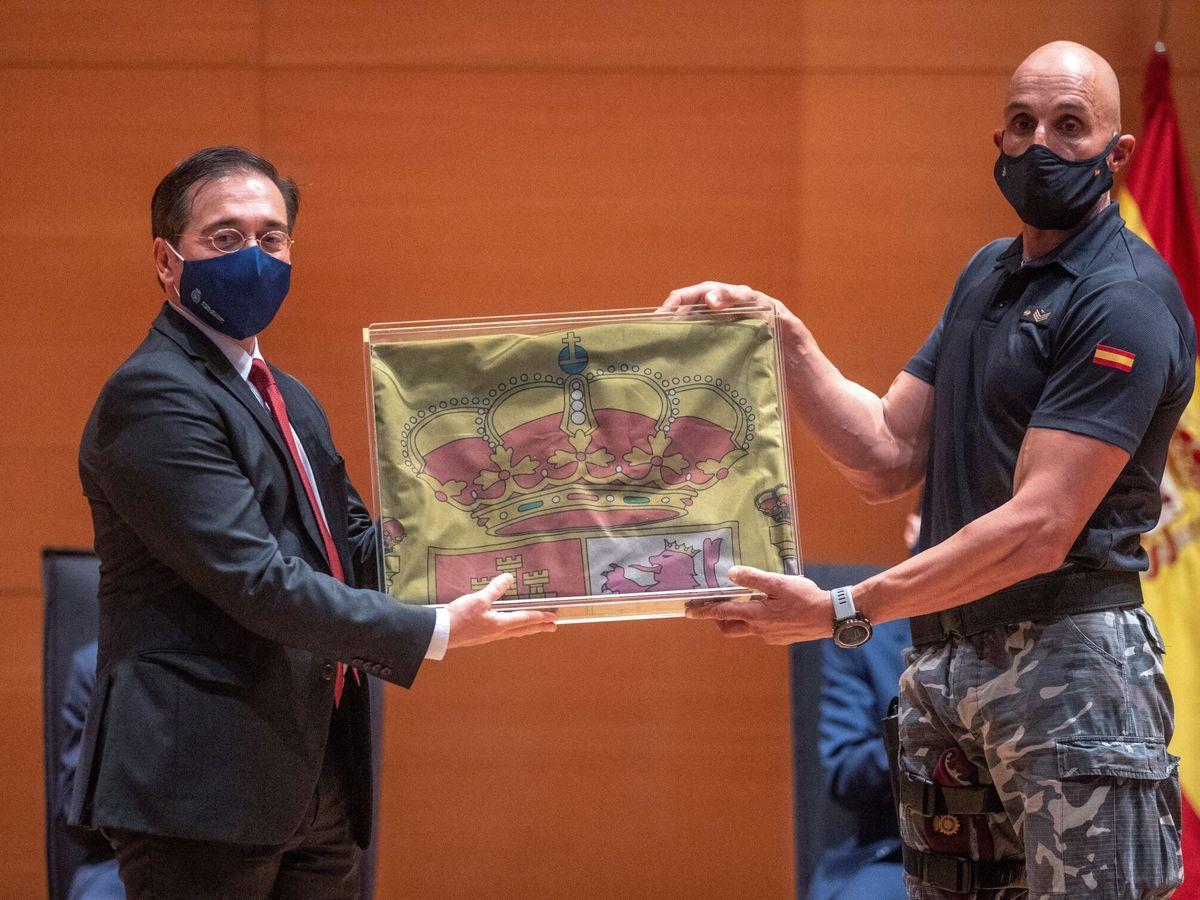 Foto: José Manuel Albares en el acto de homenaje a los agentes de la policía nacional que participaron en la misión de evacuación de Kabul. (EFE)