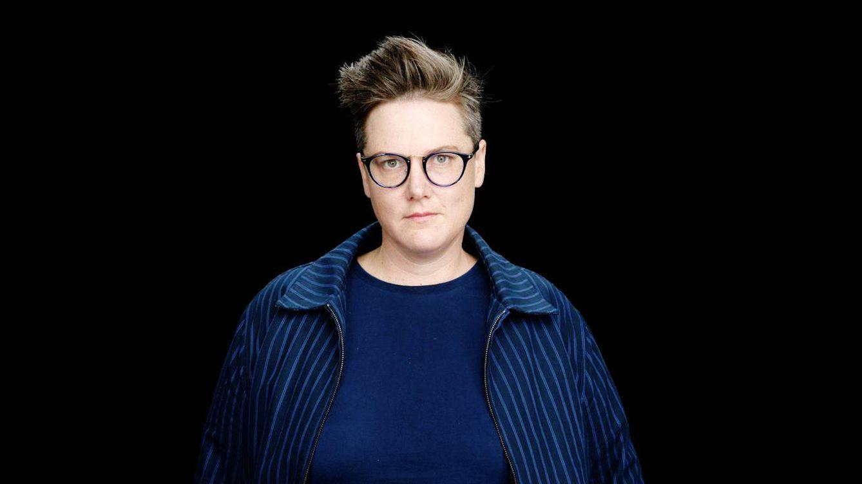 Hannah Gadsby: la humorista punk de moda en EE.UU que se ríe de la corrección política