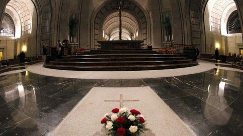 Quitó flores de la tumba de Franco y le echaron: Los ultras nos acosan