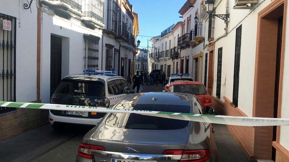 Foto: La calle de Bollullos en la que se han producido los hechos. (EFE)