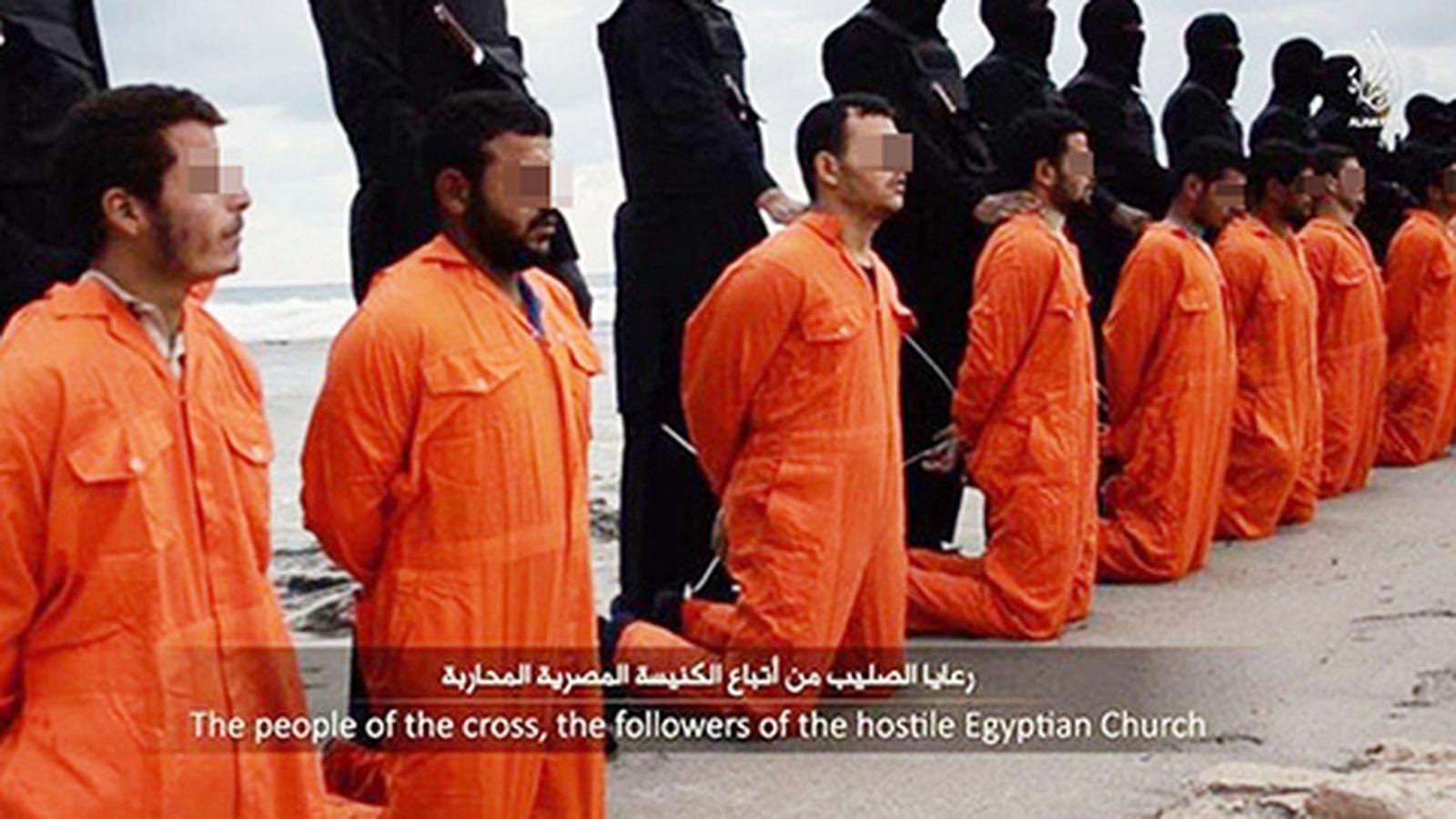 Foto: Una imagen del vídeo que muestra la supuesta ejecución de 21 cristianos coptos en Trípoli , Libia (Reuters).