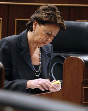 El Parlament pide la destitución de la ministra de Fomento