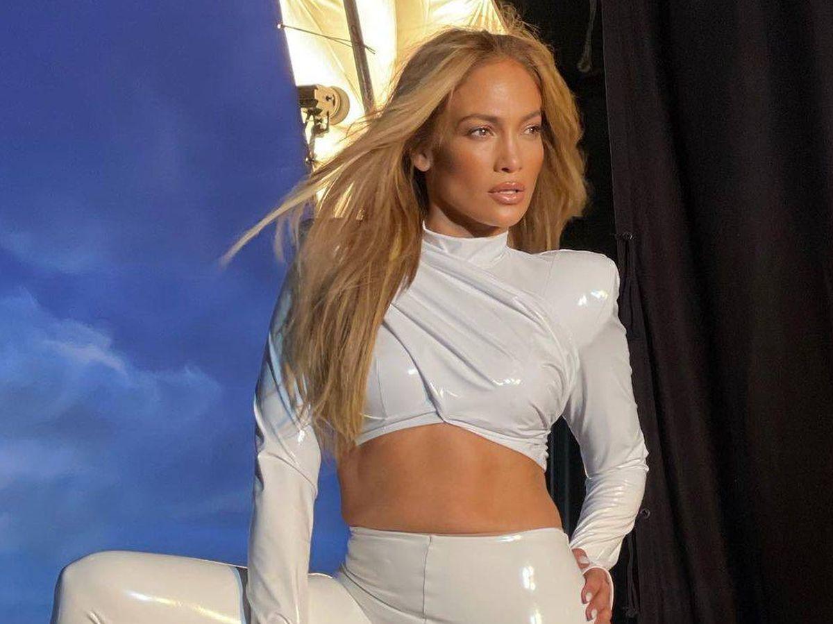 Foto: Jennifer Lopez, con su maquillaje ultrailuminado. (Instagram @jlo)