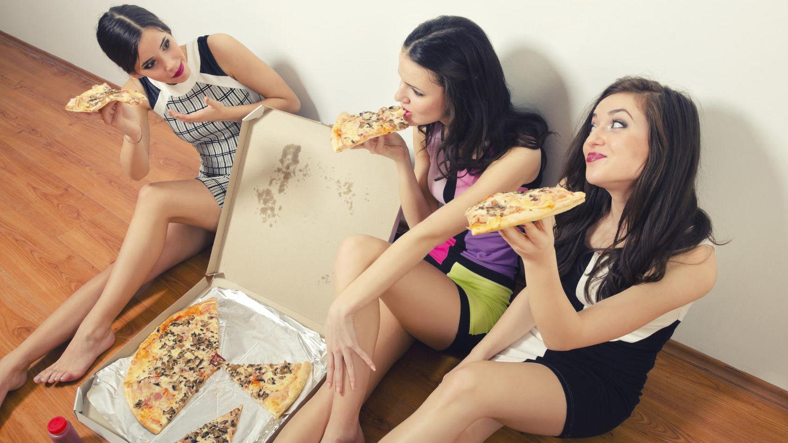 Foto: ¿Por qué ellas se empachan a pizza y están divinas? ¿Magia negra? (iStock)