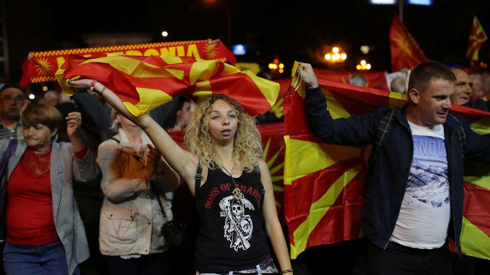 Foto: Manifestantes a favor del boicot del referéndum se manifiestan en Skopje, hoy, 30 de septiembre de 2018. (Reuters)