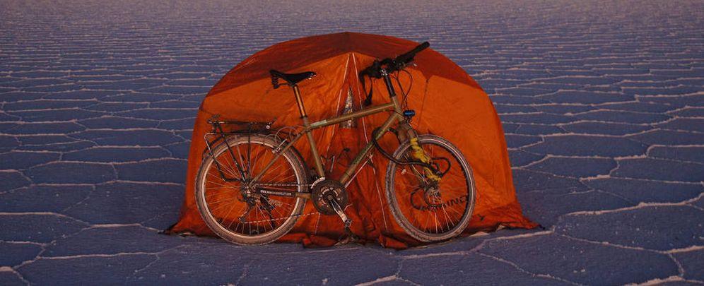 Foto: Una bicicleta está siendo la fiel compañera de Jordi Romo en su viaje por diferentes puntos del planeta (FOTOS: aroundtheball.net)