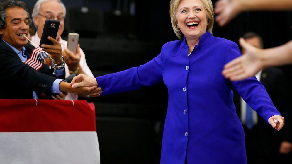 Foto: Hillary Clinton saluda a sus partidarios a la llegada de un mitin en Long Beach, California, el 6 de junio de 2016 (Reuters)