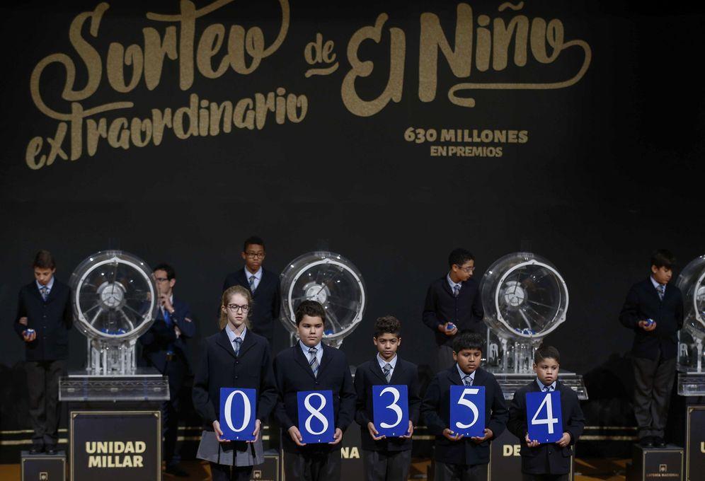 Foto: El número 08.354, primer premio de el Niño en 2017 | Foto: EFE