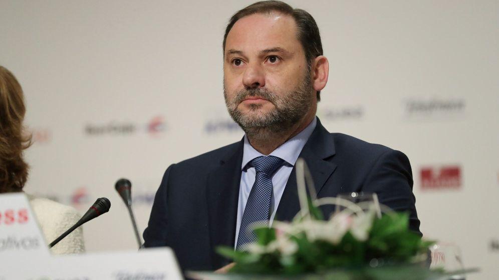 Foto: José Luis Ábalos, ministro de Fomento, este 19 de noviembre en el desayuno informativo de Europa Press. (EFE)