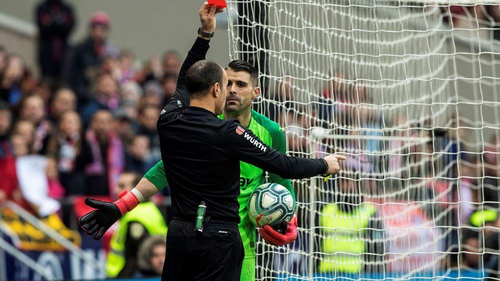 Foto: La expulsión de Cuéllar marcó el final del partido. (EFE)