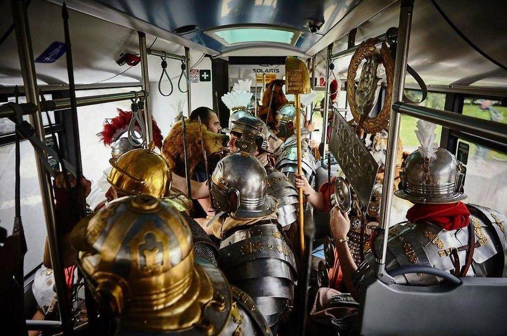 Foto: La Legio XXI Rapax en su famoso autobús