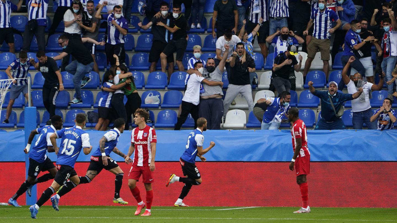 Víctor Laguardia celebra el 1-0. (Reuters)