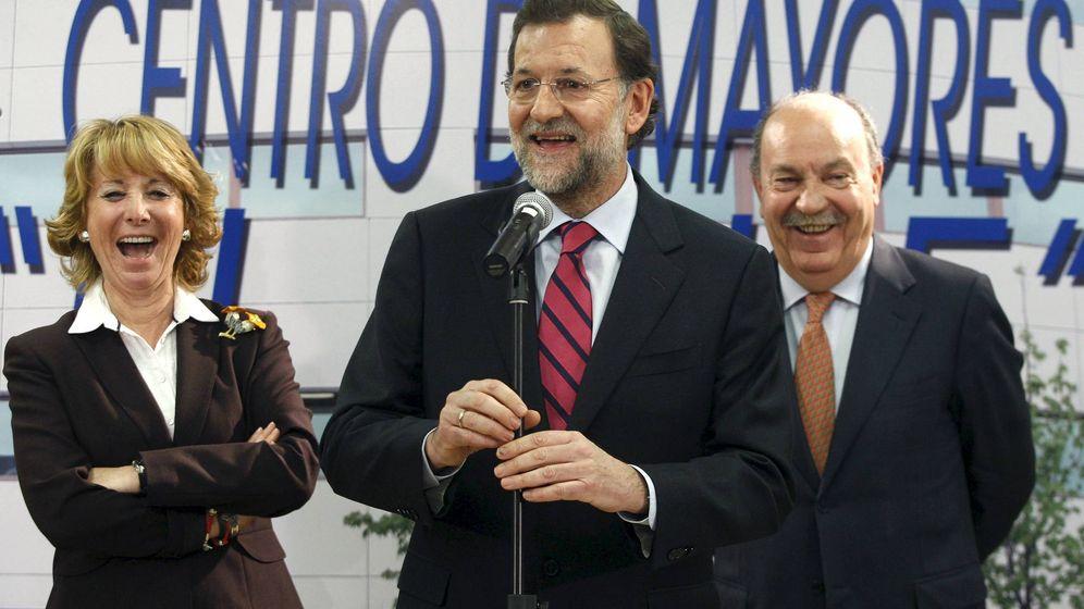 Foto: Bonifacio de Santiago, a la derecha, con Mariano Rajoy y Esperanza Aguirre. (EFE)