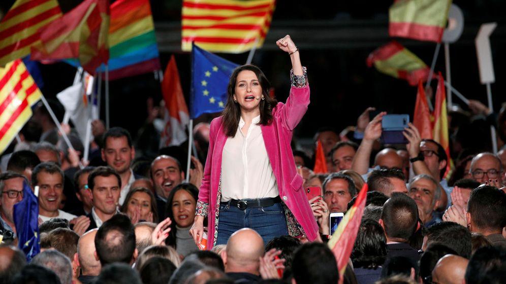 Foto: Inés Arrimadas cierra la última campaña en Barcelona. (Reuters)