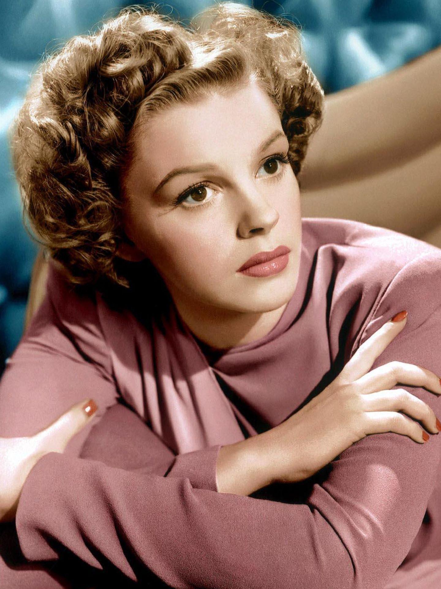 Judy Garland en una imagen de estudio (años 40).