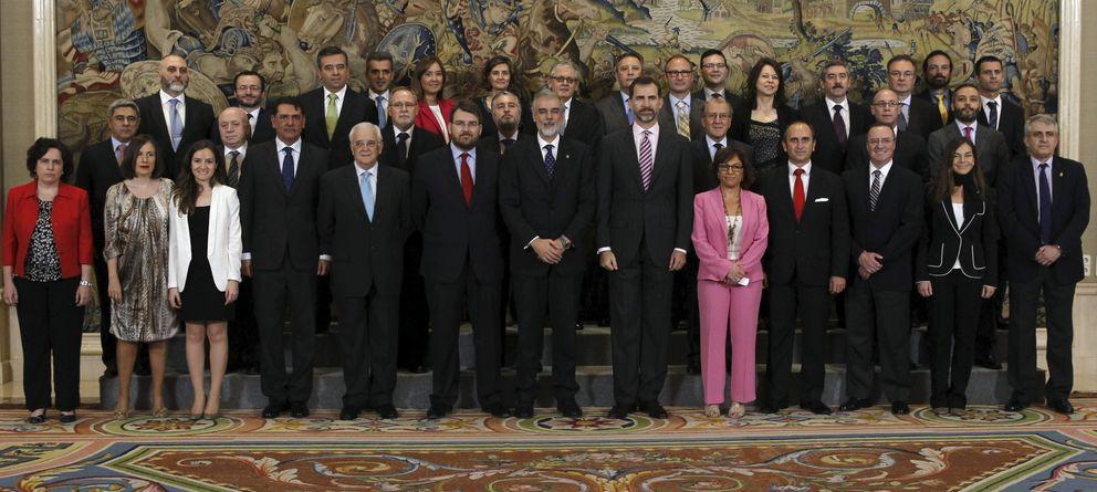 Foto: Felipe VI recibió en audiencia a los integrantes de la primera promoción del Postgrado de Inteligencia Económica y Seguridad de ICADE. (EFE)