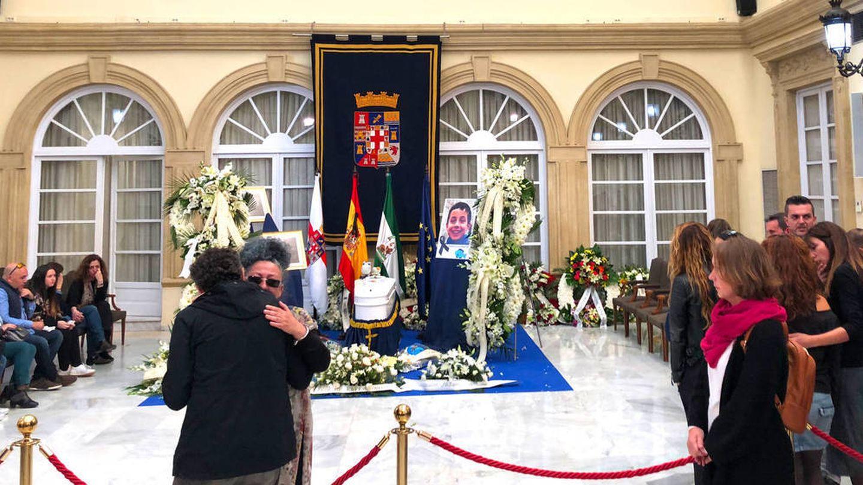 Capilla ardiente del pequeño Gabriel en la Diputación de Almería.