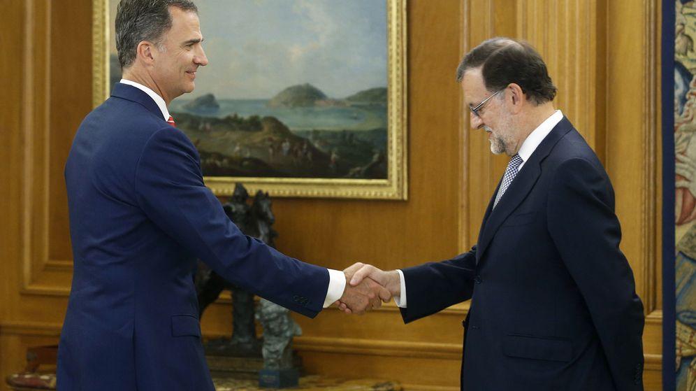 Foto: El rey Felipe VI recibe al presidente del Gobierno en funciones, Mariano Rajoy, en el Palacio de la Zarzuela. (Efe)