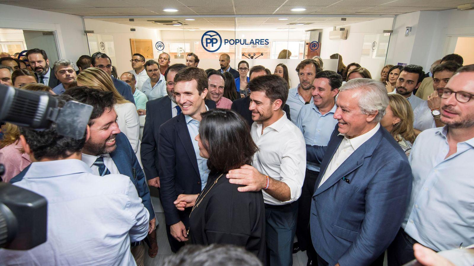 Foto: Casado inaugura la nueva sede provincial del PP en Sevilla. (EFE)