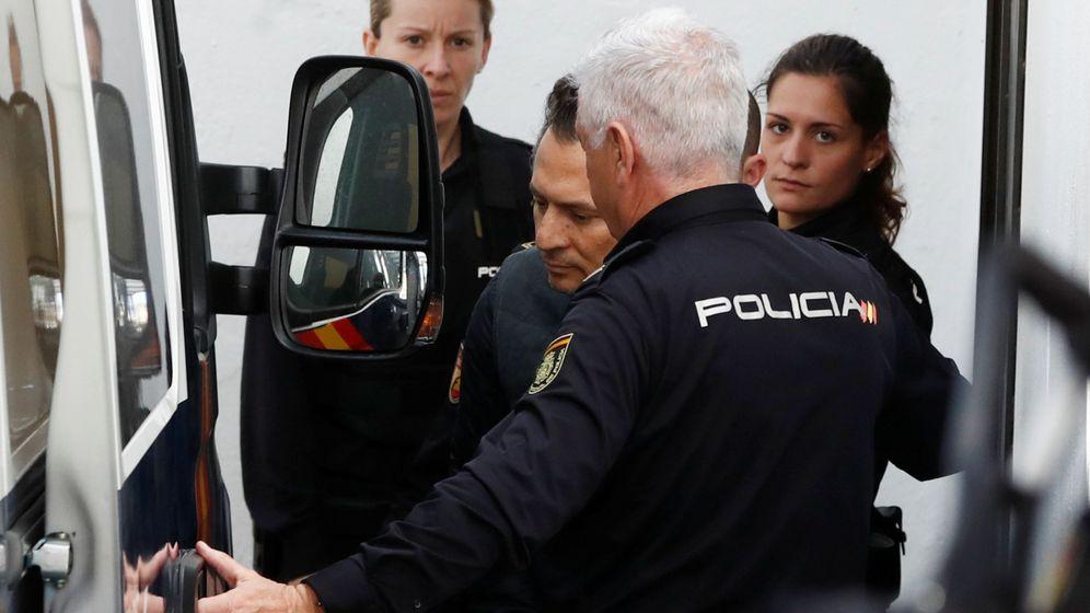 Foto: Emilio Lozoya, bajo custodia policial. (Reuters)