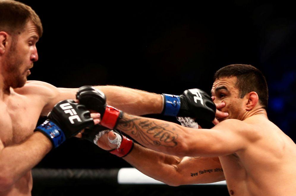 Foto: Stipe Miocic, a la izquierda, en un lance de una pelea contra Fabricio Werdum. (Reuters)
