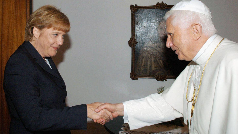La política, junto a Benedicto XVI. (Getty)