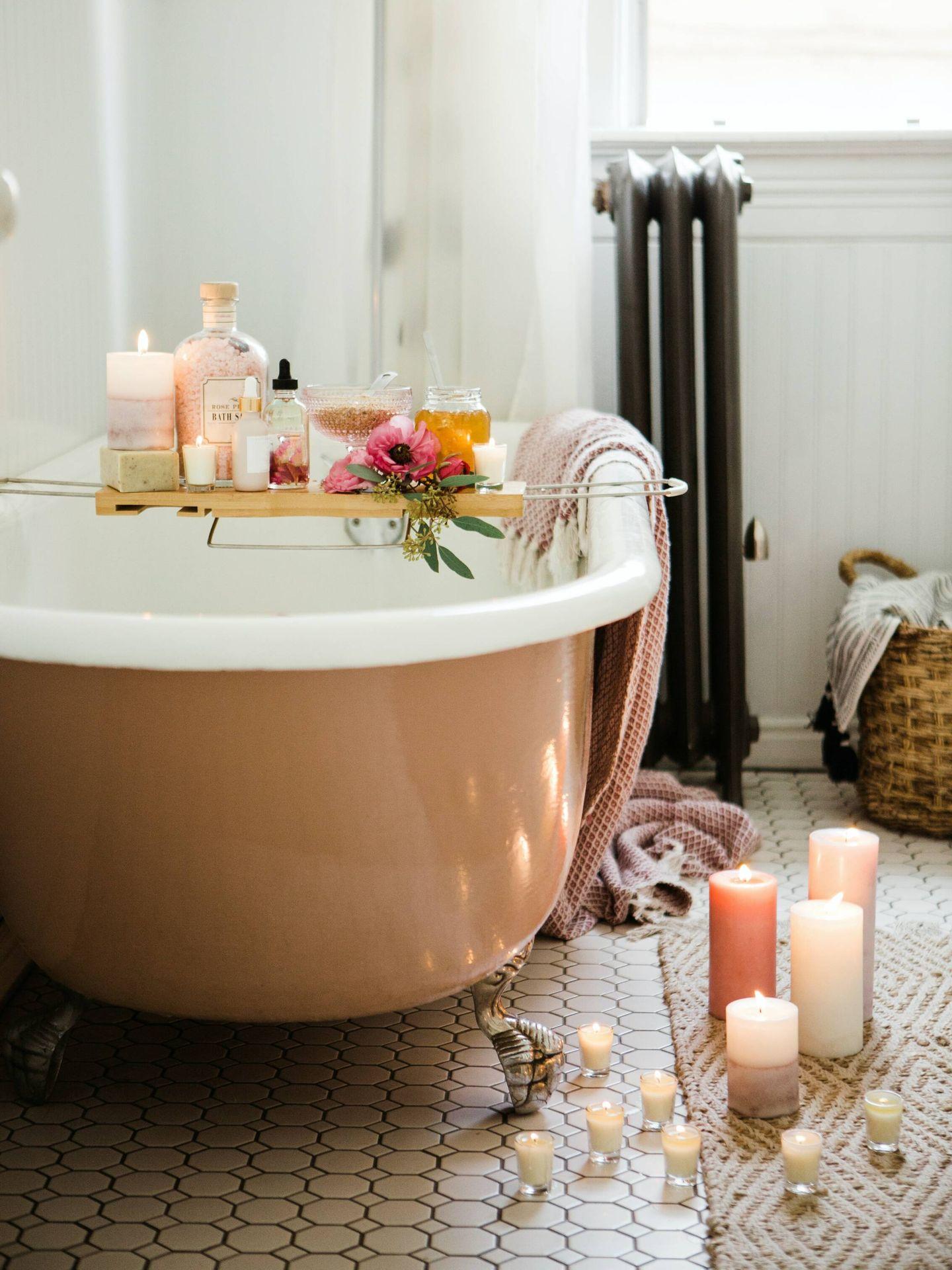 Ventajas e inconvenientes de tener bañera en el cuarto de baño. ( Brooke Lark para Unsplash)