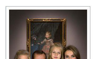 Los Príncipes y sus hijas felicitan la Navidad ante un Velázquez