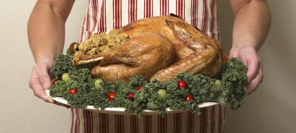 Foto: Las comidas de Navidad no se caracterizan precisamente por la mesura. (iStock)