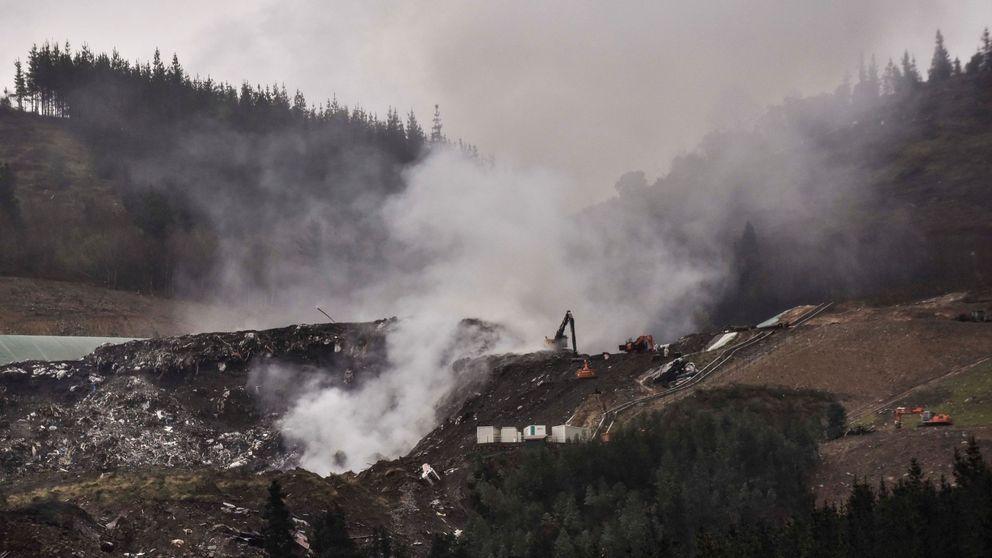 Olor a plástico quemado y aire viciado: 11 días de fuego en el vertedero de Zaldibar