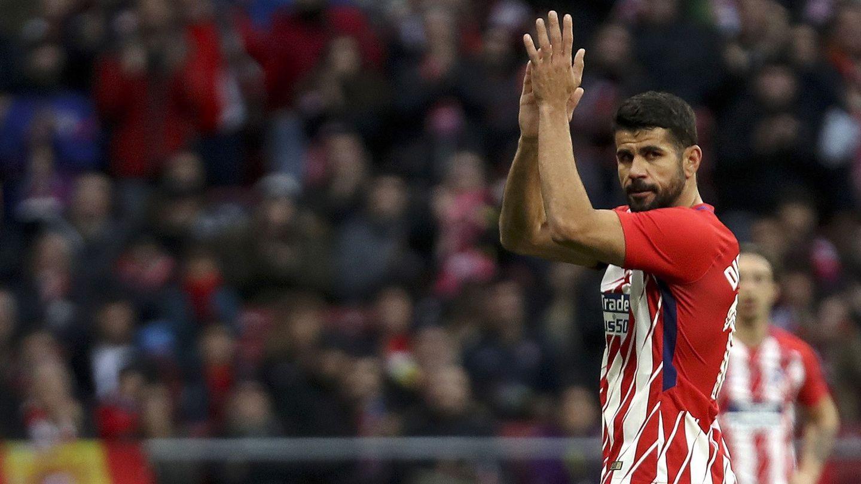 Diego Costa se retira al banquillo para dejar su puesto a Gameiro. (EFE)