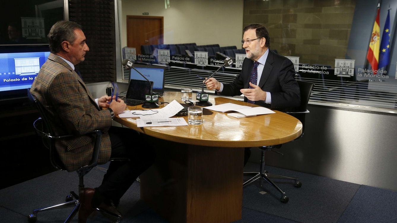 Foto: Última entrevista de Carlos Herrera a Mariano Rajoy, el pasado 16 de marzo, en Onda Cero (EFE)